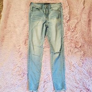 Light wash, distressed, high waisted ankle jegging